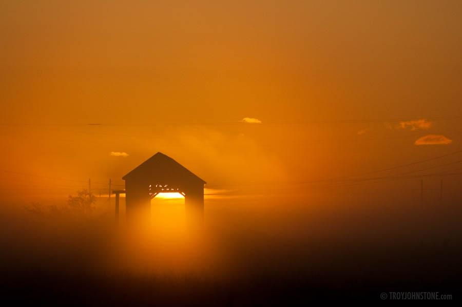 Tantramar_Marsh_TWJ_covered_bridge_fog_sunrise_20090910_5